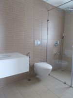 13M3U00077: Bathroom 3