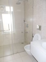 13M3U00077: Bathroom 4