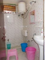 10A4U00025: Bathroom 1