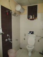 13DCU00416: Bathroom 1