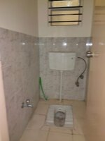 15F2U00113: Bathroom 2