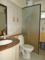 13J1U00183: Bathroom 1