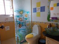 13J1U00183: Bathroom 2