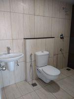 13M5U00715: Bathroom 1