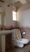 10NBU00611: Bathroom 1