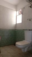 10NBU00611: Bathroom 2