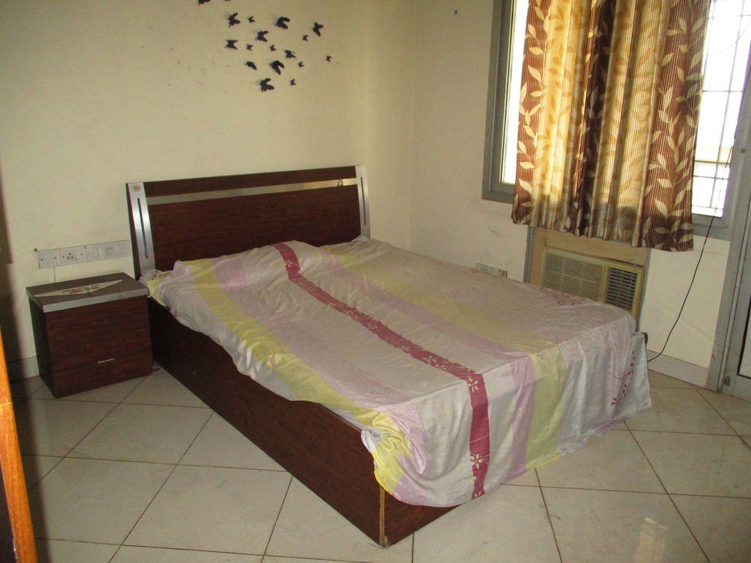10S900036: Bedroom 1