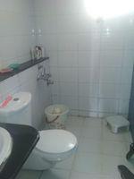 13M5U00209: Bathroom 1
