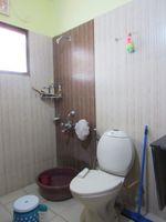 13J6U00476: Bathroom 1