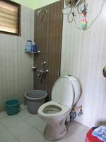 13J6U00476: Bathroom 2