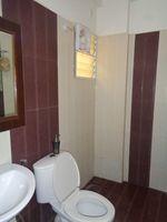 12DCU00198: Bathroom 1