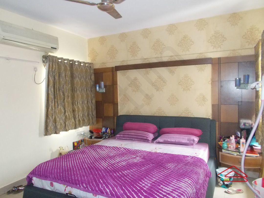 12J6U00398: Bedroom 1