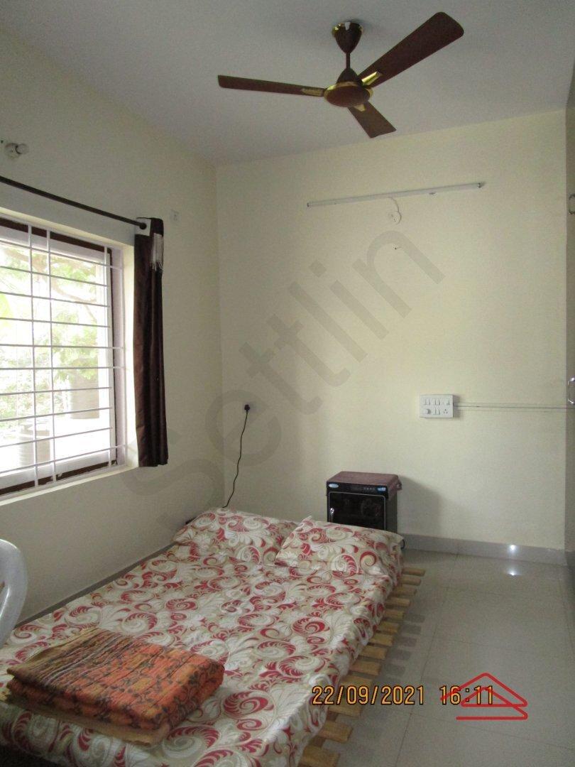 15S9U00138: Bedroom 1