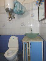 13J1U00243: Bathroom 2