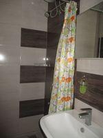 13J1U00071: Bathroom 1
