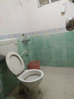 11OAU00272: Bathroom 1