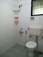 12J1U00190: Bathroom 3