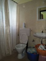 12J1U00190: Bathroom 1