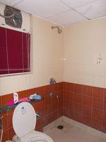 12F2U00129: Bathroom 1