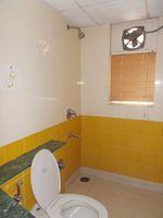 12F2U00129: Bathroom 3