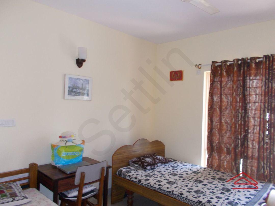 12F2U00129: Bedroom 1