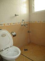 12DCU00131: Bathroom 3