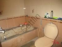 10DCU00408: Bathroom 2