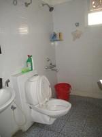 11J6U00017: Bathroom 2