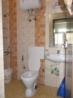 10M5U00142: Bathroom 1