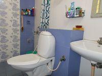 13J1U00004: Bathroom 1