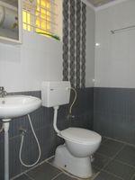 13M3U00161: Bathroom 2