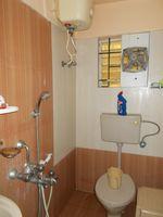 13J1U00098: Bathroom 1