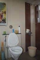 15A4U00358: Bathroom 1