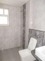 13M5U00713: Bathroom 4