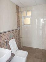 13M5U00713: Bathroom 3