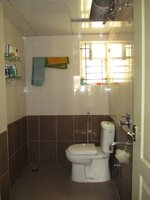 15J7U00046: Bathroom 1