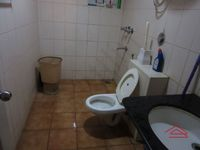 13J7U00017: Bathroom 1