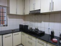 13J7U00017: Kitchen 1