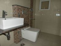 12NBU00208: Bathroom 2