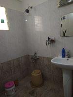 11OAU00115: Bathroom 2