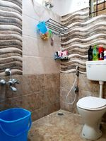 13J7U00050: Bathroom 2