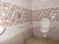 13DCU00372: Bathroom 1