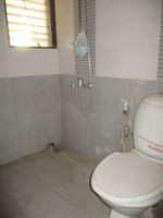 13J1U00134: Bathroom 3