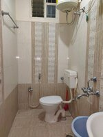 15J1U00384: Bathroom 2
