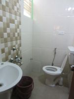 13J7U00080: Bathroom 1