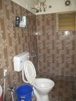 15J1U00355: Bathroom 1