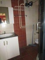 13S9U00077: Bathroom 2