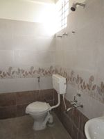 13M5U00759: Bathroom 1