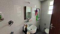 15A4U00211: Bathroom 3