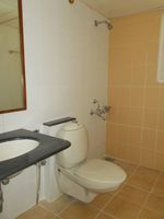 13M3U00115: Bathroom 2